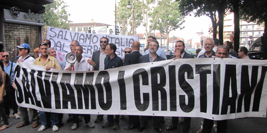 """Manifestazione cristiana contro l'Islam in corso Valdocco, Due aggressioni a Sherif Azer a Porta Palazzo """"Cristiano linciato da due islamisti, in strada la rabbia del quartiere"""