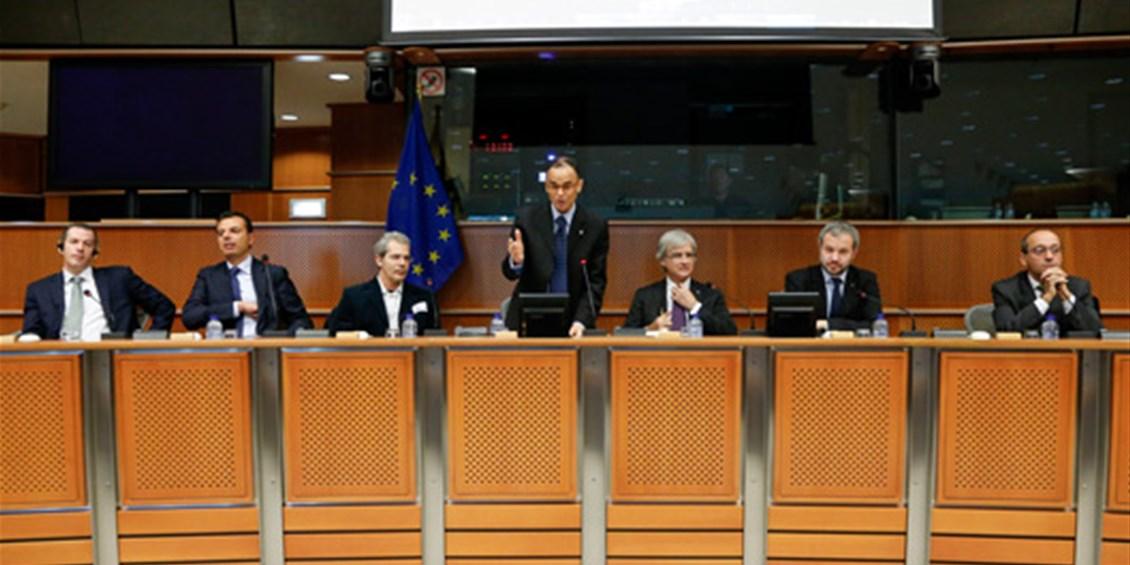 Crisi: Allam, via dall'euro per salvare economia italiana